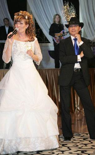 Жених и невеста.  Свадьба в стиле Чикаго фото.