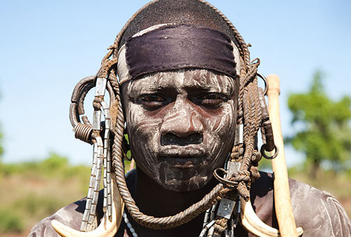 Жених племени сурма. Свадебные традиции народов мира - Африка - Намибия, Эфиопия, Кения.