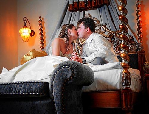 порно первая брачная ночь молодожены