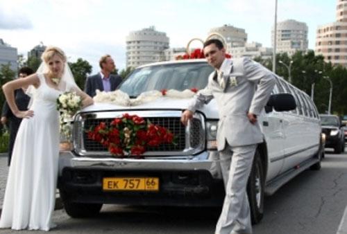 Свадебный лимузин. Украшение свадебного кортежа.
