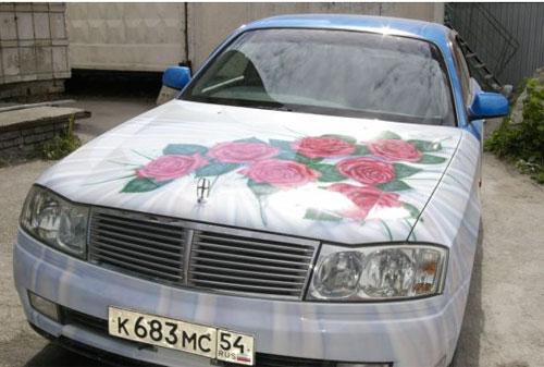 Цветные стикеры на свадебных автомобилях. Украшение свадебного кортежа.