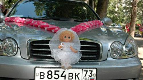 Свадебная кукла на капоте. Свадебные куклы на машину.