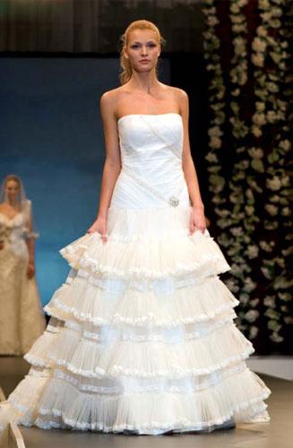 Платье с многоярусными юбками.  Самые красивые платья невест.