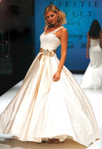 – сеть бутиков выходного платья